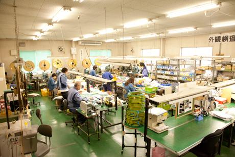 ワイヤーハーネスの介在物・シールド処理工程
